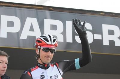 Fabian Cancellara salue le public à la signature