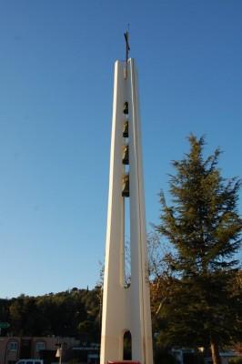 Dès 1964, les rapatriés se sont mis à construire Notre Dame d'Afrique.