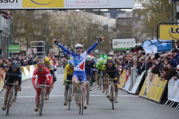 Arnaud Démare vainqueur en costaud à Vendôme