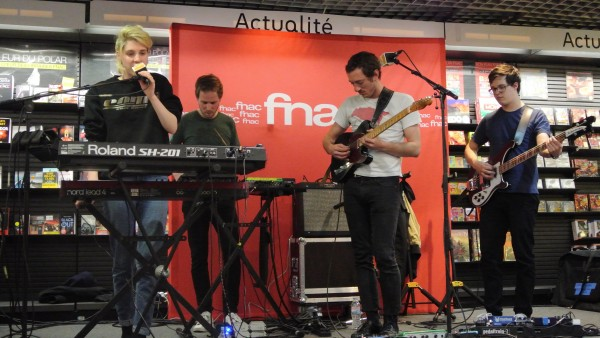 Le showcase à la FNAC...