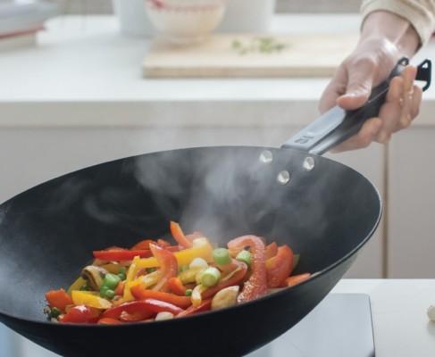 beka master wok rev tu pour cuisiner comme un pro. Black Bedroom Furniture Sets. Home Design Ideas