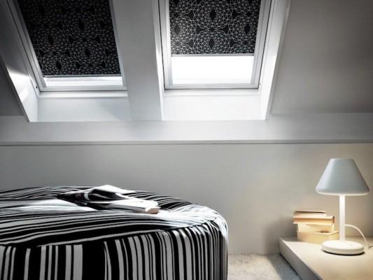 fenêtres-toit-puits-lumière-store-rouleau-noir-chambre-adulte