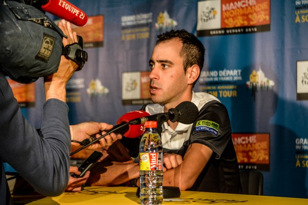 Au Tour de l'équipe Fortuneo Vital-Concept avec son leader Eduardo Sepulveda
