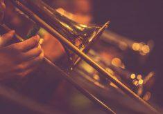 stock-photo-51310502-association-des-joueurs-de-trompette-jouant-en-live