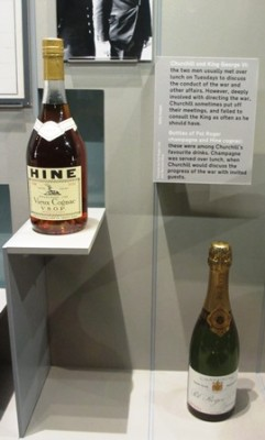 Cabinet de guerre de Churchill : Bouteilles de Champagne et de Cognac de Churchill