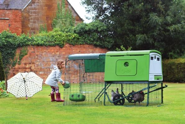 S'occuper des poules avec un Eglu Cube c'est litteralement un jeu d'enfants.