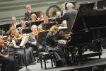 La pianiste Anne Queffelec interprétant un concerto de Ravel (Marc Roger)