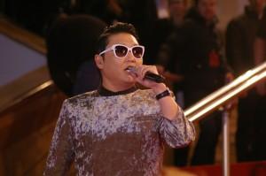 Psy en direct lors des NRJ MUSIC AWARDS 2013