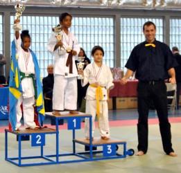 kenza podium
