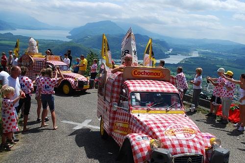 La 2 CV Cochonou sur le Tour de France