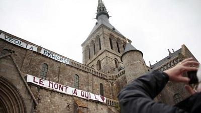 Le mont St Michel en grève