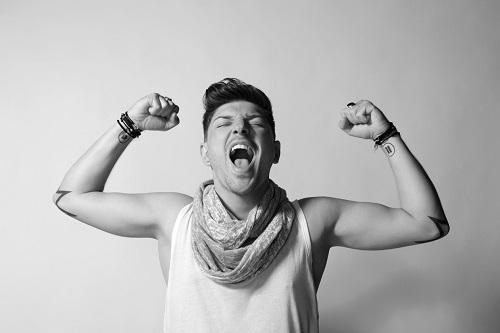 Quentin Mosimann parodie AdopteUnMec pour le Top 100 DJs