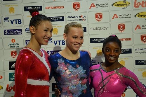 de gauche à droite: Kyla Ross, Victoria Moors, Simone Biles).