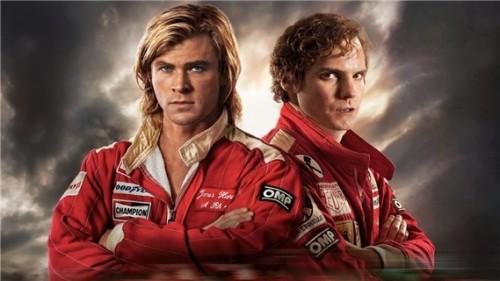 A gauche Chris Hensworth qui joue James Hunt A droite Daniel Bruhl qui joue Nikki Lauda