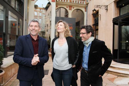 L'équipe du film De toutes nos forces de Niels Tavernier (à droite) en présence d'Alexandra Lamy (au centre) et de Jacques Gamblin (à gauche)