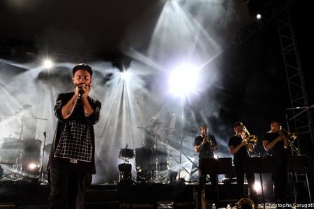 Le chanteur Woodkid enflamme la scène du festival Pantiero