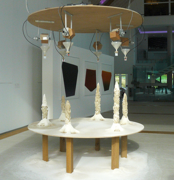 Valère Costes, Karstic story, 2007, plâtre, eau, sable, entonnoirs, moteurs, tubes, dimensions variables. Photo Marika Prévosto