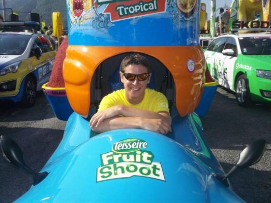 Mathis au volant de la voiture électriqueTDF2015