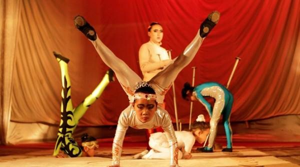Deeghi veut devenir contorsioniste en Mongolie