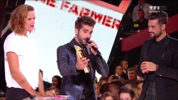 REPLAY NRJ MUSIC AWARDS -Kendji trophée