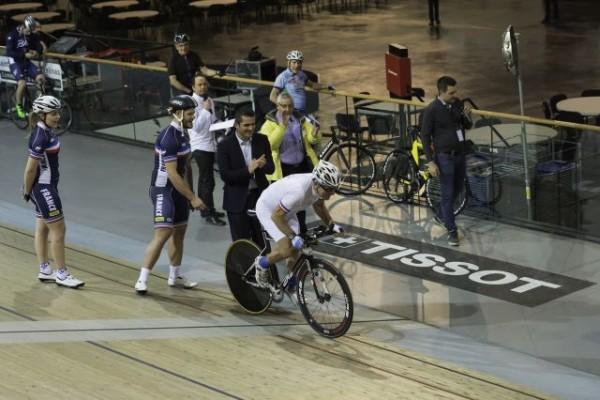 Jean-Michel Richefort sur la piste du Vélodrome National