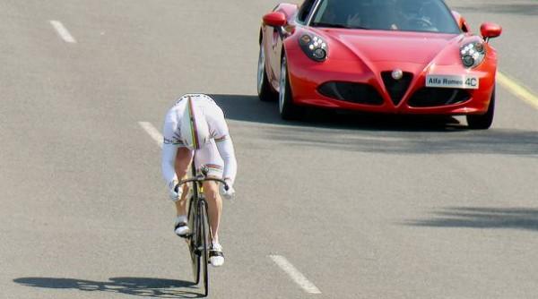 Alfa Romeo 4C contre François Pervis