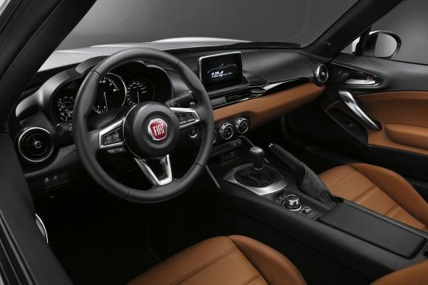 Nouvelle Fiat 124 Spider vue intérieure