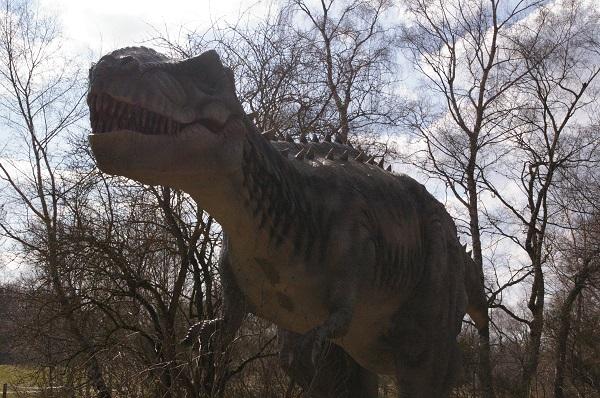 16 dinosaures grandeur nature et animés Vulcania