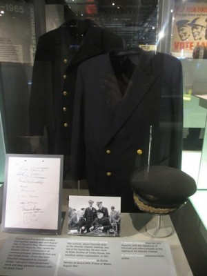 Cabinet de guerre de Churchill : Uniforme de Churchill
