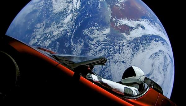 starman la voiture de l 39 espace explore l 39 univers. Black Bedroom Furniture Sets. Home Design Ideas