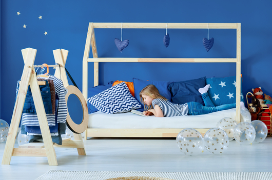 le lit au sol montessori pour les enfants. Black Bedroom Furniture Sets. Home Design Ideas