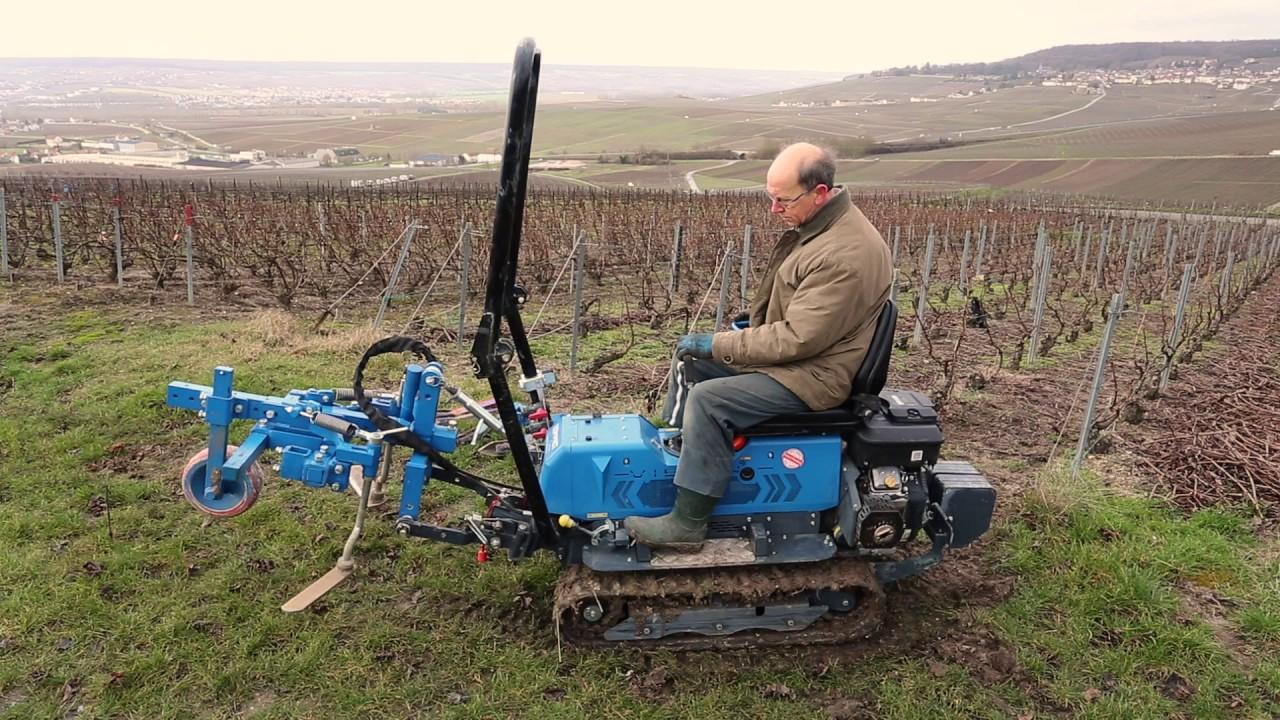 Le micro tracteur est un puissant matériel utilisé pour labourer