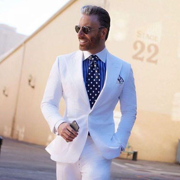 Comment etre au top dans un costume blanc