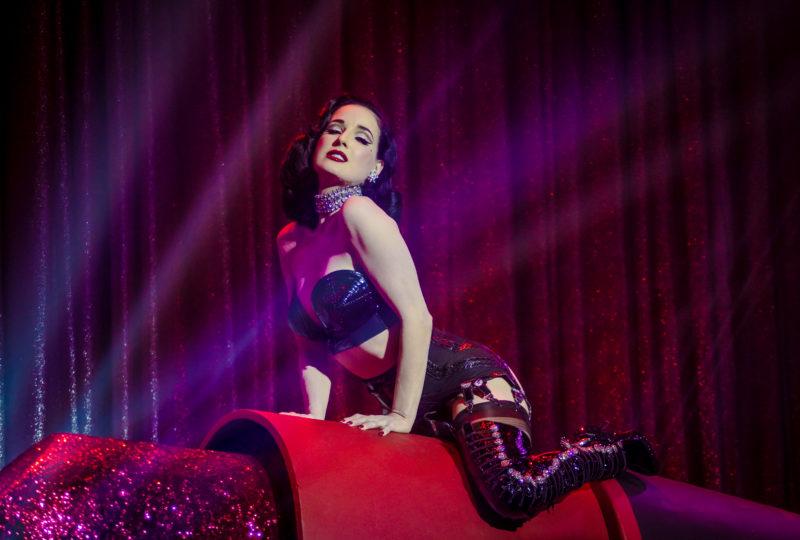 show strip tease burlesque